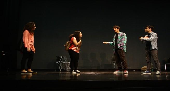 كلية دار الكلمة الجامعية تحتضن مسرحية