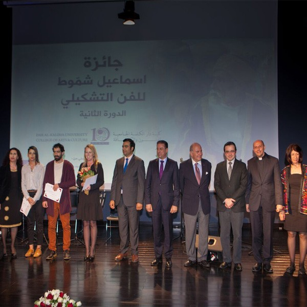 لقاء على تلفزيون فلسطين حول تتويج دار الكلمة الجامعية ثلاثة فائزين بجائزة الفنان الفلسطيني اسماعيل شموط لعام 2016
