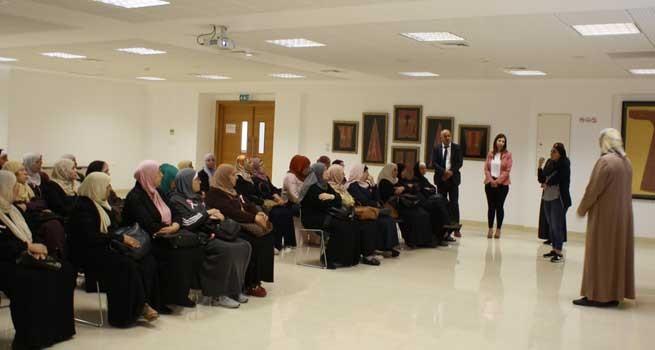 شبكة ديار المدنية الثقافية تنظم جولة ميدانية لسيدات جمعية نهضة أبو ديس في دار الكلمة الجامعية بمناسبة اليوم الوطني للمرأة الفلسطينية